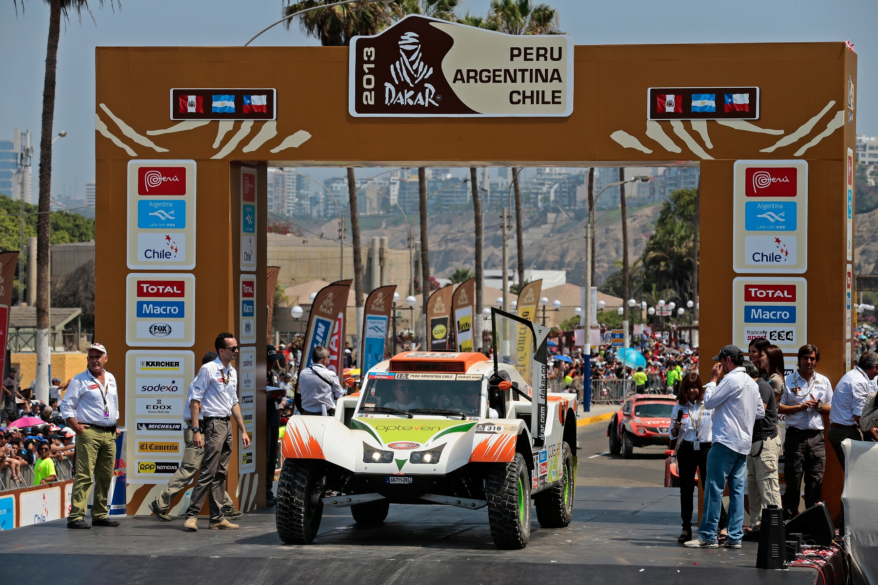 MOTORSPORT - DAKAR PERU CHILE ARGENTINA  2013 - STAGE 1 / ETAPE 1 - START / DEPART - LIMA  (PER) TO PISCO (PER) - 05/01/2013 - PHOTO : GREGORY LENORMAND / DPPI -  316 CHABOT RONAN ( FRANCE ) PILLOT GILLES ( FRANCE ) - SMG - TOYS MOTORS - SMG - ACTION
