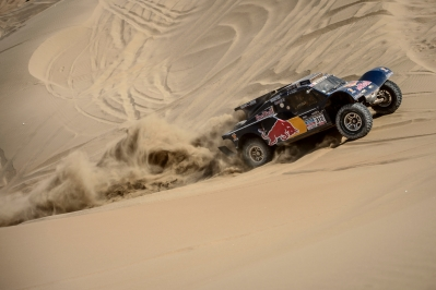 Ronan Chabot (driver) and Gilles Pillot (co-driver) race during the 10th stage of Dakar Rally from Iquique to Antofagasta, Chile on January 15th, 2014
