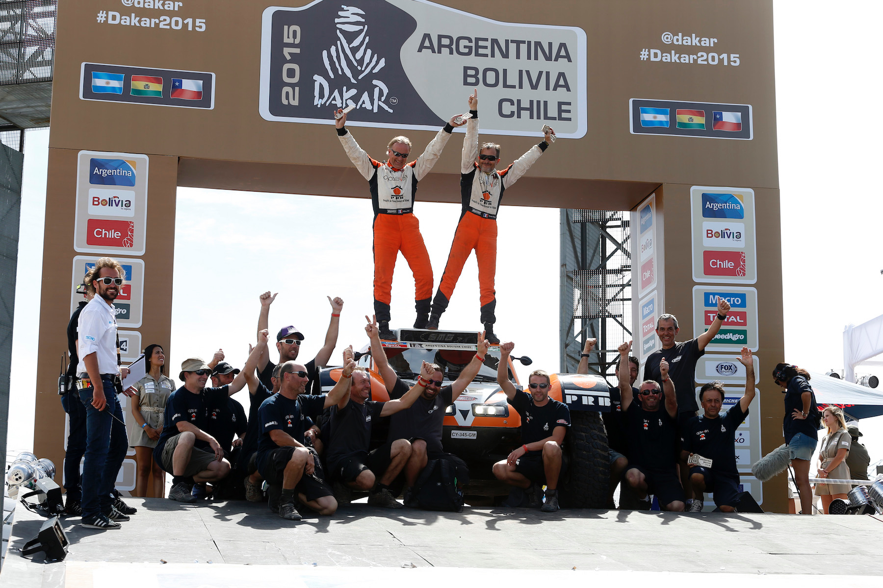 320 CHABOT Ronan (Fra) PILLOT Gilles (Fra) Smg ambiance during the Dakar 2015 Argentina Bolivia Chile, Stage 13 Finish and Podium / Etape 13, Rosario to Buenos Aires on January 17th 2015 at Rosario, Argentina. Photo Francois Flamand / DPPI