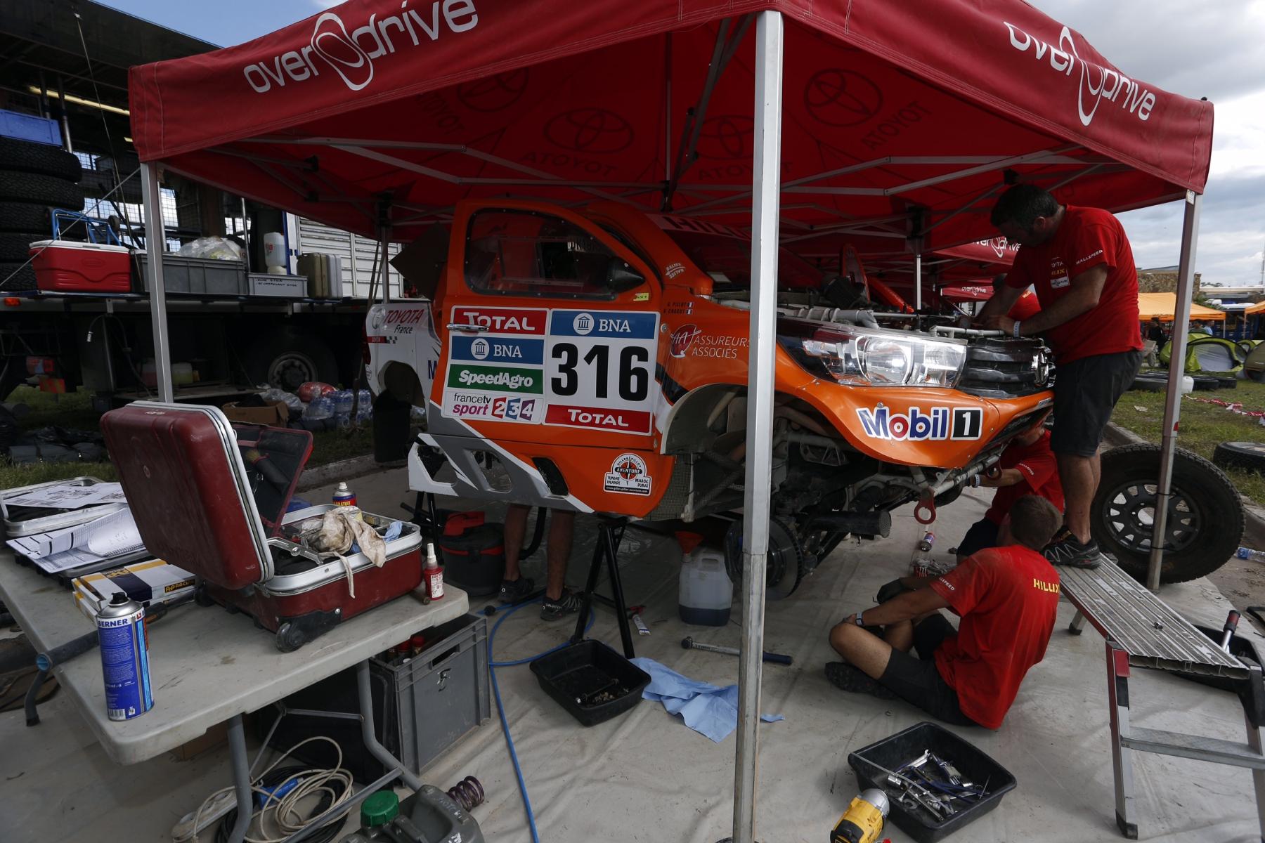 316 CHABOT Ronan (fra) PILLOT Gilles (fra) TOYOTA ambiance during the Dakar 2016 Argentina,  Bolivia, Etape 8 / Stage 8, Salta - Belen,  from  January 11, 2016 - Photo Florent Gooden / DPPI
