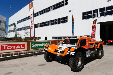 CHABOT Ronan (Fra) Smg ambiance during the Dakar 2015 Argentina Bolivia Chile, Scrutineering / Vérifications from January 1st to 3rd 2015 at Buenos Aires, Argentina. Photo Florent Gooden / DPPI