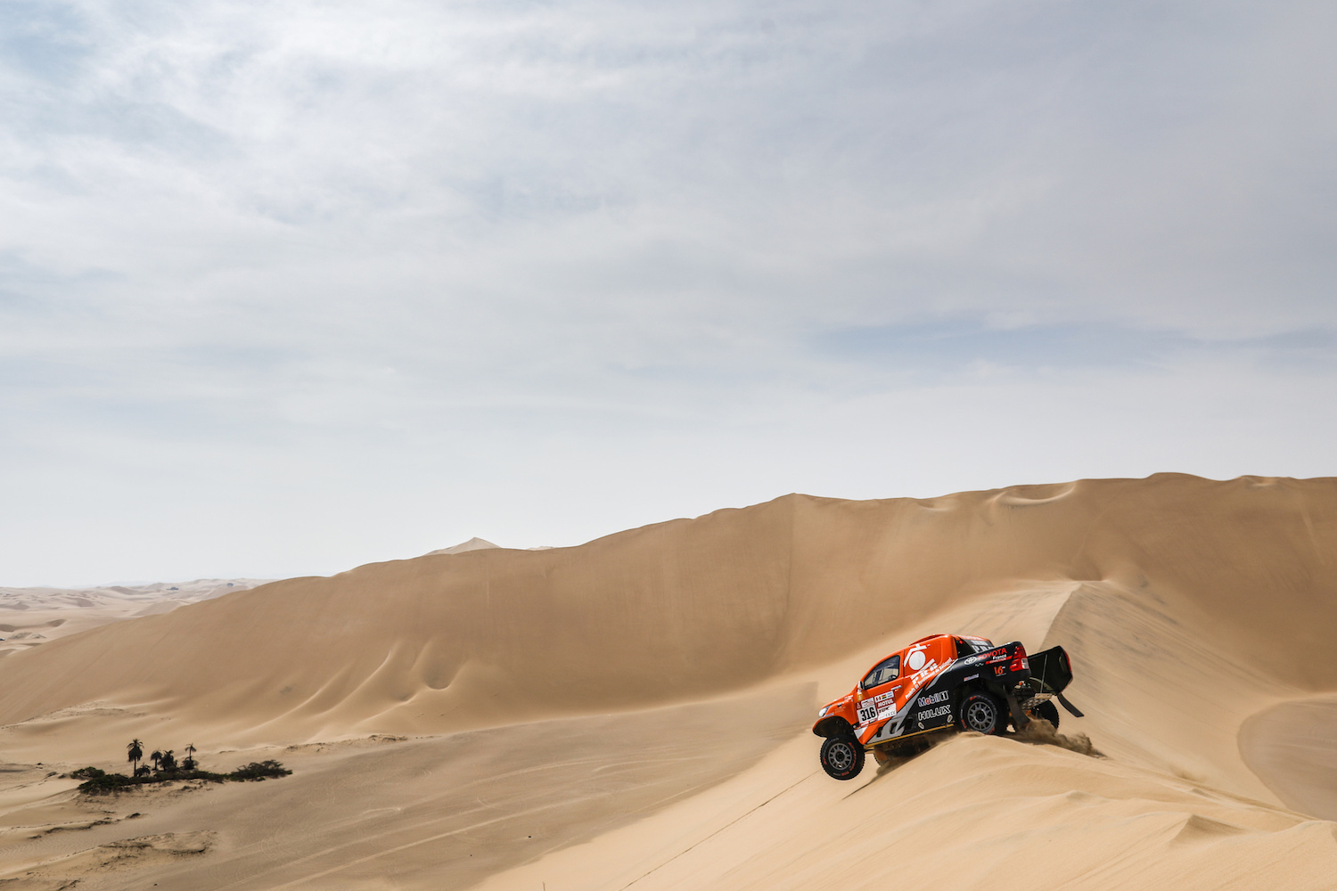 316 CHABOT RONAN (FRA) Legende, PILLOT GILLES (FRA) Legende, TOYOTA Hilux, auto, car, action during the Dakar 2018, Stage 1 Lima to Pisco, Peru, on january 6 - Photo Francois Flamand / DPPI